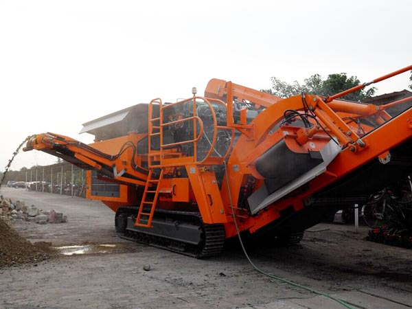 crawler type mobile crusher plant