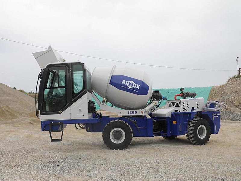 1.2 cub self-loading concrete mixer