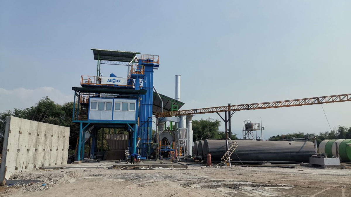 ALQ100 asphalt mixing plant in Indonesia site